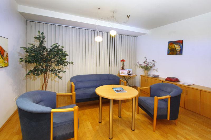 Wartebereich für Patienten - WLAN seht zur Verfügung